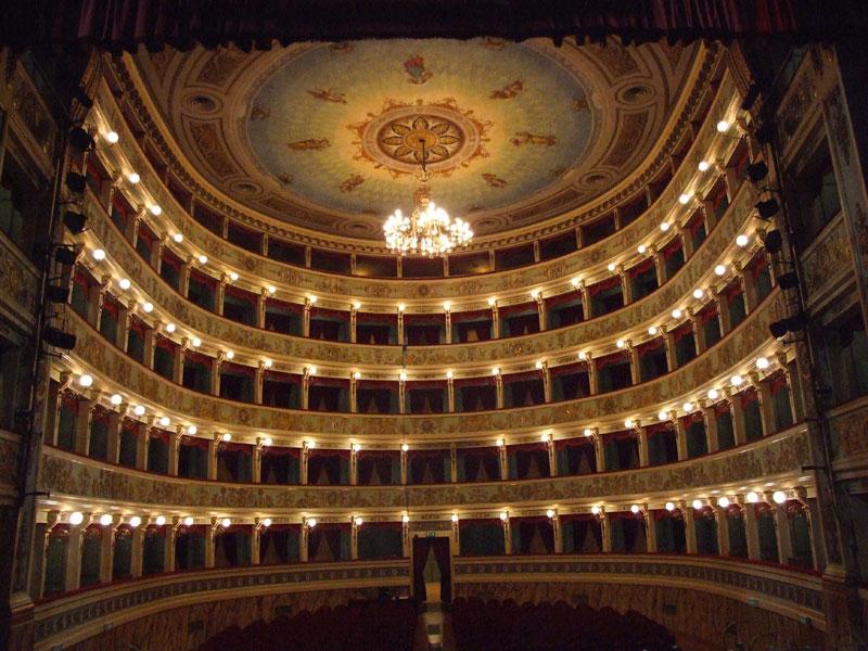 アスコリ歌劇場
